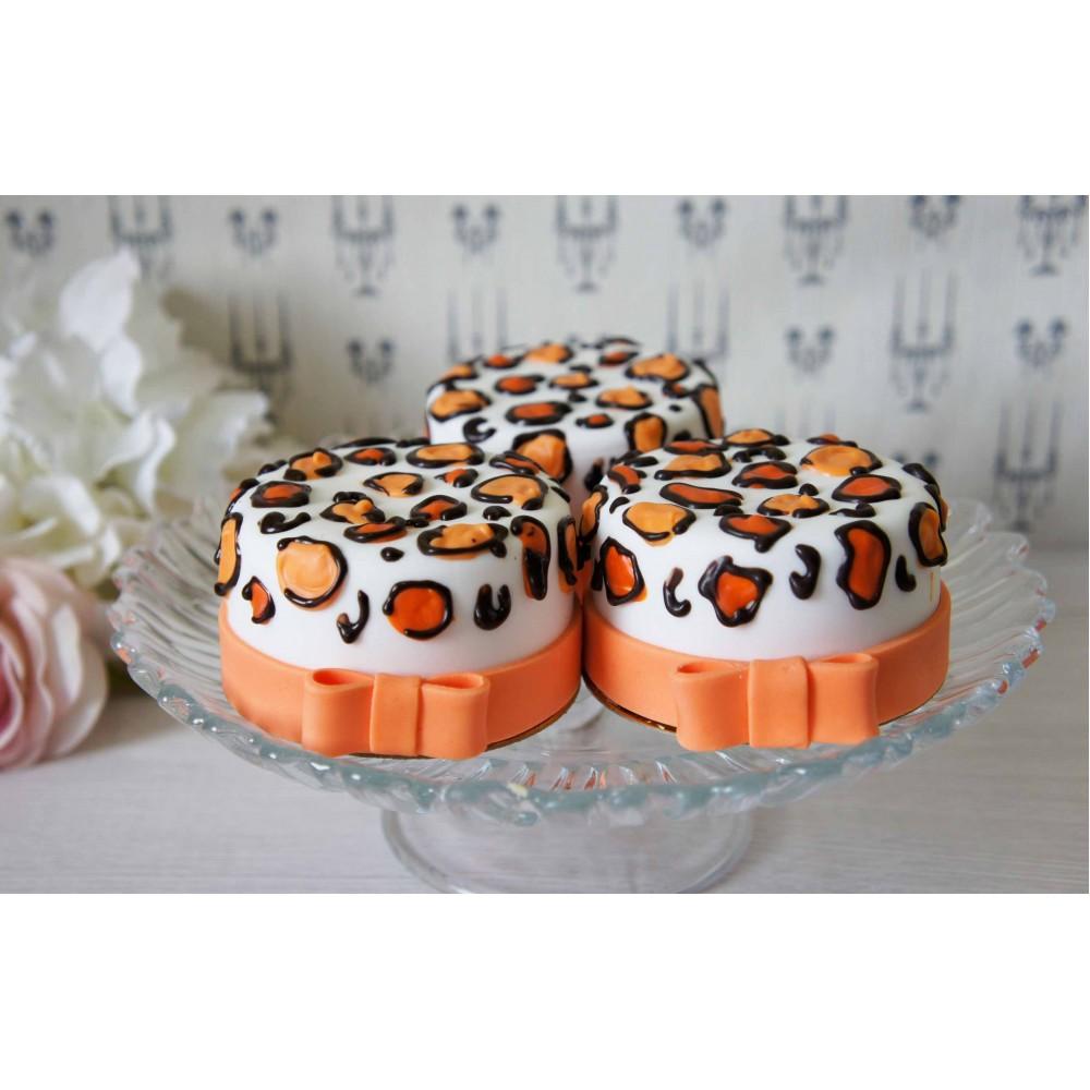 Десерт с тематическим украшением