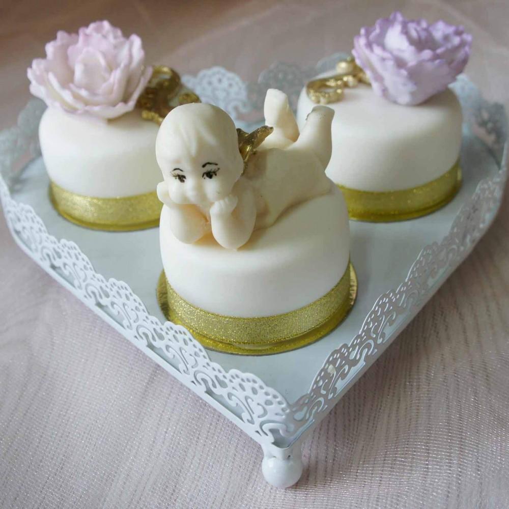 Пирожные с лепными фигурами