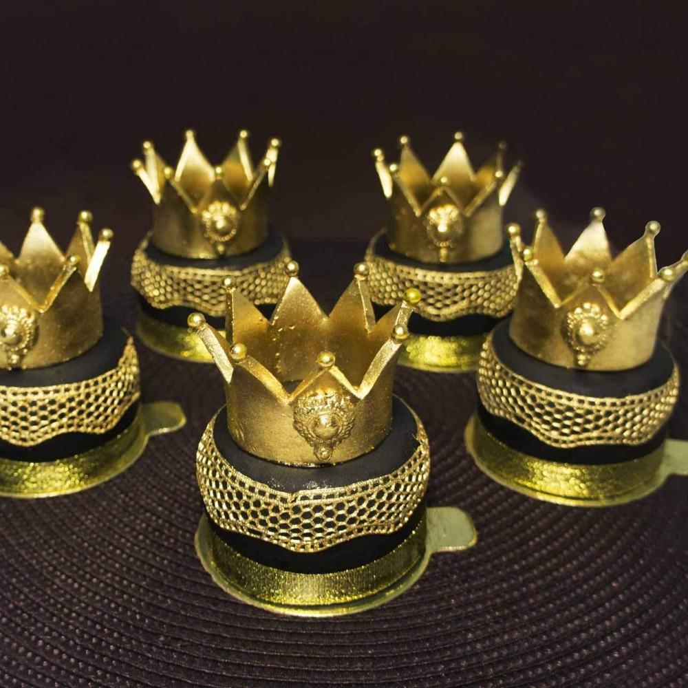 Пирожные с коронами